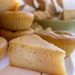 Gâteau moelleux à la farine de fruit à pain (vegan, sans gluten).
