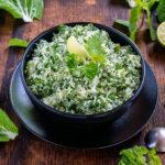 Salade de coco frais aux feuilles, une recette vegan, saine et addictive.