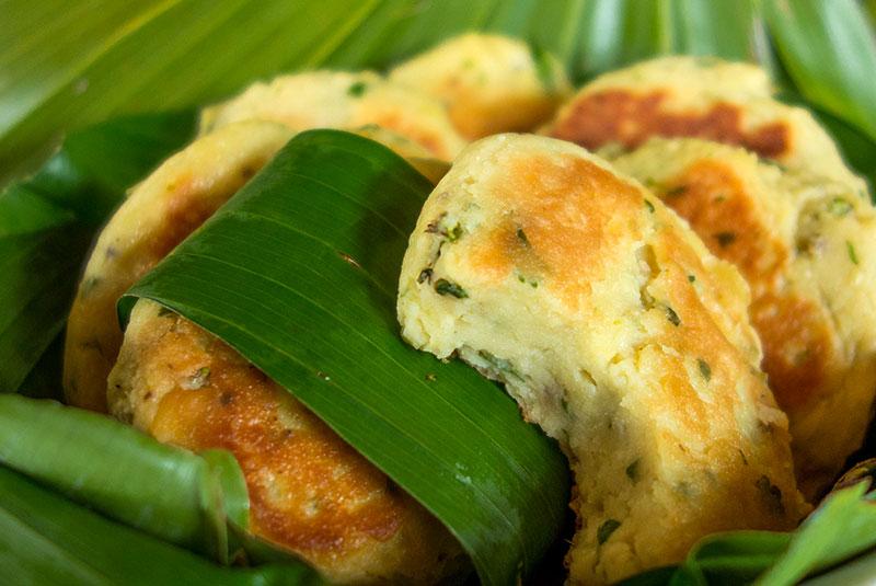 Galettes de fruit à pain ou uru, une recette végétalienne et sans gluten.