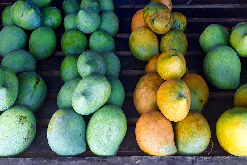 Etal de mangues à Tahiti.