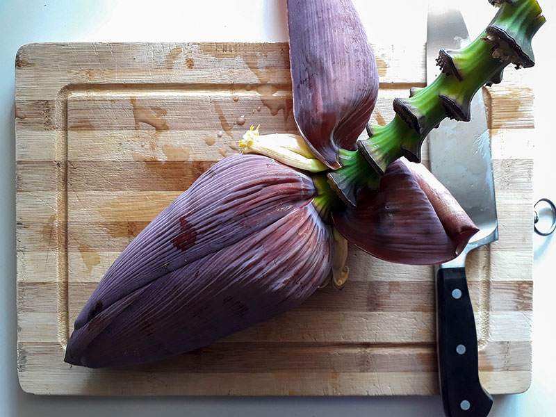 Préparation des fleurs de bananiers.