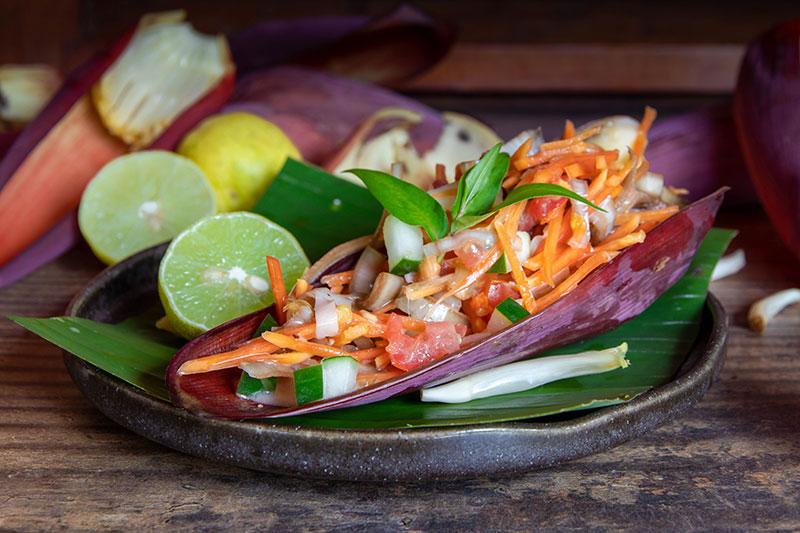 Recette vegan de la salade de fleur de bananier à la tahitien.